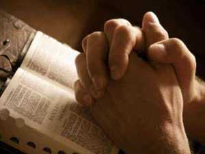 praying_hands_over_bible